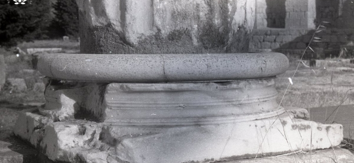 71-11-020 Kos, Asklepieion, detail  of Eastern Ionic base of Temple B