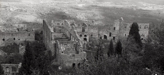 83-25-017 Mistra: telephoto of Palace of the Despotes from Frankish castle