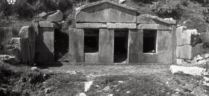 86-10-003 Alipheira, façade of burial chambers of large tomb